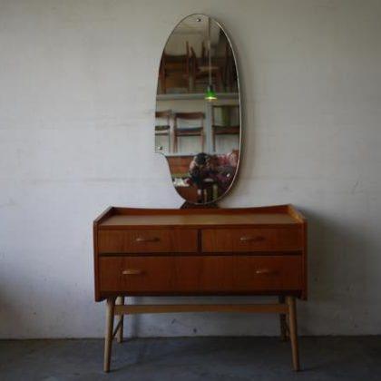 北欧中古家具、ビンテージ家具、チーク家具、ドレッサー