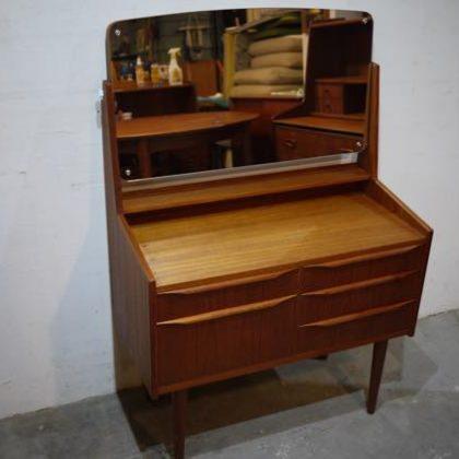 北欧中古家具、ビンテージ家具、デンマーク家具、チーク家具、ドレッサー